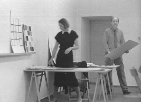 Walter Peterhans mit einer Studentin, 1953