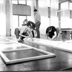 Aufstellungsaufbau der HfG-Ausstellung in der Mensa der Hochschule, Fotograf Klaus Wille, 1958, (c) HfG-Archiv Ulm