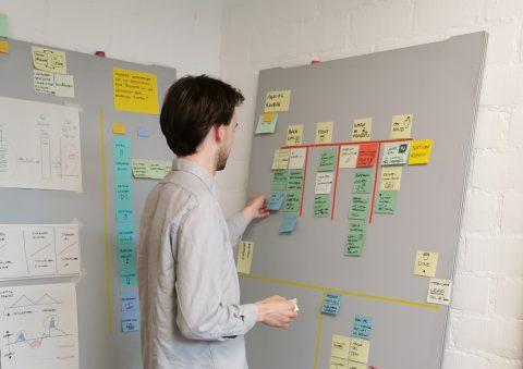 Simon Hettler, Designer in Residence im HfG-Archiv 2020. Foto: HfG-Archiv